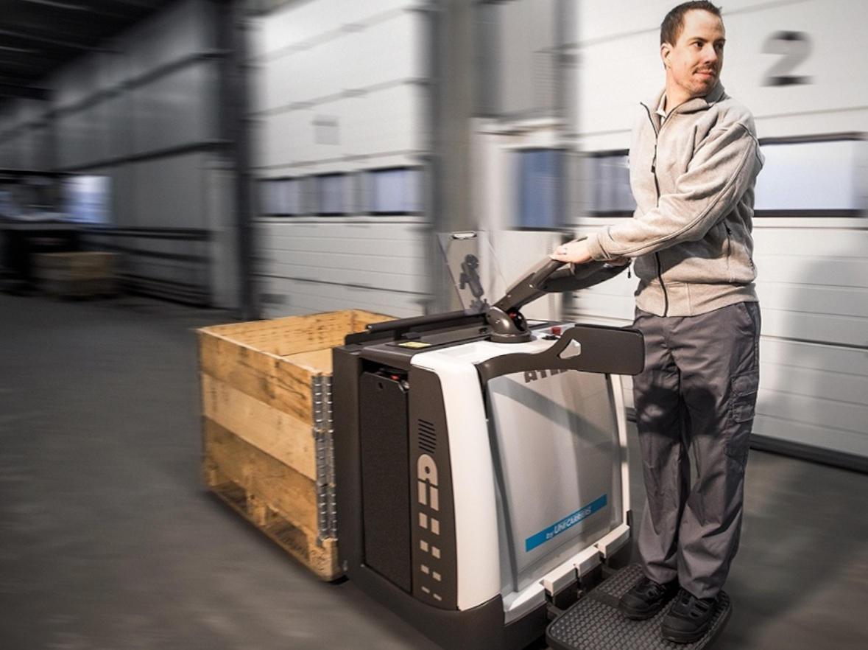 Consejos sobre el suelo para mejorar el uso y desempeño de las carretillas elevadoras, transpaletas y equipos de interior